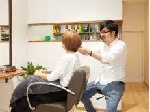一人一人の髪質やお悩みに応じて施術します。