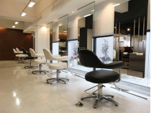 ビューティーヘアサロン アングル 八戸ノ里店(Beauty Hair Salon angle)