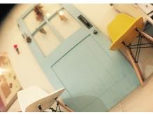 知る人ぞ知る思い出の青い扉。扉の奥には…