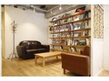 貴重な写真集、ブック、ゆったりとしたソファでのくつろげる空間