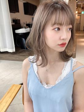 ★ミディアムウルフ/ハイトーンカラー/ミルクティベージュ