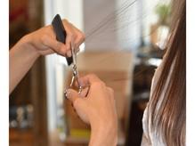 髪を数本ずつ丁寧にカットするからご自身で簡単に再現できます。