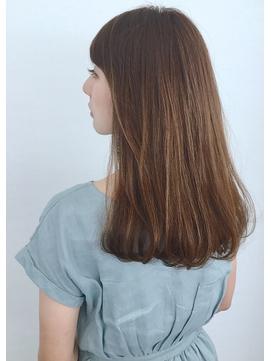 オトナデザイン・グレイカラー・ツヤ髪・ロングヘア