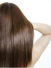 カラーや夏の紫外線によるダメージは『5STEPディープレイヤー』にお任せ!内部から潤うツヤ髪に感動体験!