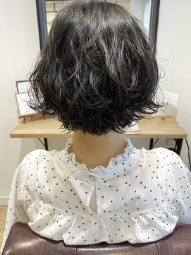 【三ツ井純】丸みショートボブ コテ巻き風パーマ モテ髪10代20代