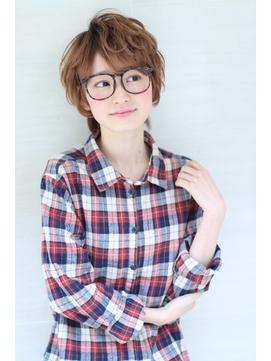 メガネが似合うカジュアルショート