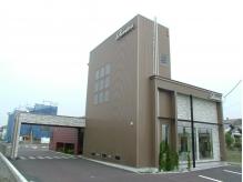 砂田街道沿い☆駐車場も広いので、お車での来店も安心♪