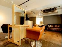 一人一人の空間を大切にする為、計算された椅子の配置が特徴★