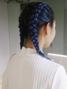 90's street blue hair
