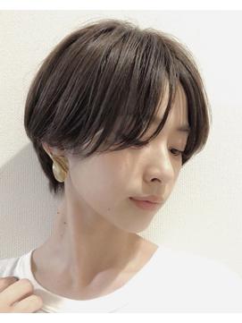 美容専門誌の選ぶショートヘアNo1 センターパートショート 銀座