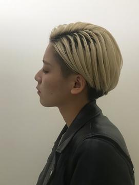 ツーブロック刈り上げ女子のショートヘアセット