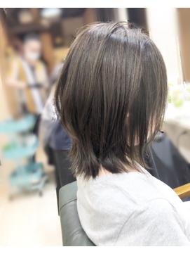 ひし形レイヤーボブ オリーブ系グレイジュカラー 【坂 直樹】