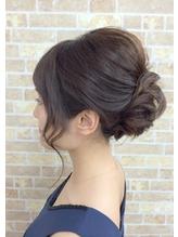 毛流れで魅せるふんわり柔らかアップスタイル .24