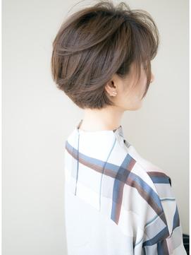 【丸みのあるボリューム】ショートヘアで小顔ヘア