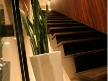 烏丸通りスグ。階段を上がるとアロマのよい香りがお出迎え…