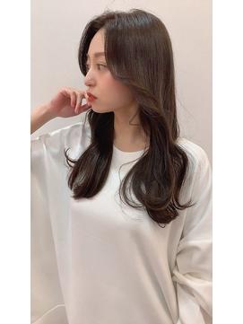 韓国風ふんわり前髪でオルチャンヘアにロングレイヤーカット