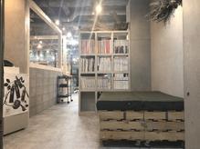 メイナ(MENA by safaria)の店内画像
