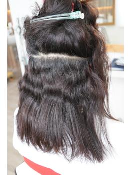 根元の新しく生えてきているくせ毛から丁寧に縮毛矯正!髪の状態に合わせて仕上がりにこだわる縮毛矯正