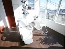 暖かな日差しが溢れるシャンプー台も癒しのヒトトキ。