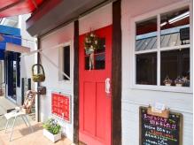 東急池上線「荏原中延駅」徒歩1分!赤いドアが目印です♪