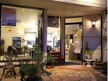 観葉植物で彩られたキレイな店内玄関♪
