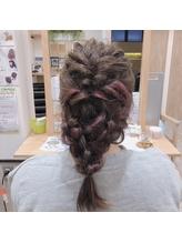 インナーカラーのまとめ髪.4