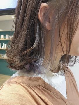 【三ツ井純】インナーカラーラベンダーホワイトアッシュ 外ハネ