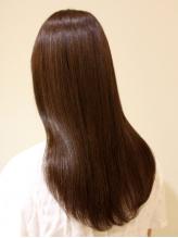 ダメージを抑えて、自然な仕上がりならエアストレート。毛先までツヤ・潤いのあるストレート髪に☆