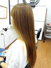 「髪がパサつく」「毛先に向かって細くてまとまりにくい」「ヘアカラーで髪が固い」とお困りの方へ!