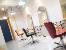 3席だけのプライベート感溢れる店内。柔らかさと心地よい空間