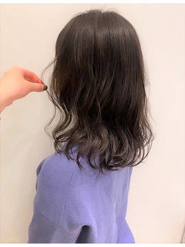 ミディアムヘアのゆるふわデジタルパーマ×透明感グレージュ