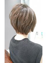 IVYvilla《改田友美》丸みショート×明るい白髪染め×10レベル.21