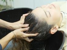 お好みのアロマを選んで癒しのひと時を…♪頭皮のケアはもちろんお顔のリフトアップも期待できます!