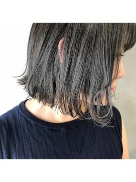 切りっぱなしボブ×暗髪透けるグレー