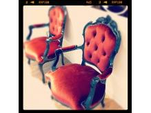 待ち合いの椅子もかわいいです。  【un jour上大岡】