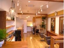 間接照明と観葉植物がこころを癒す贅沢なサロン空間