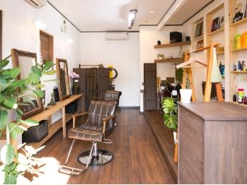 アキツ ヘアメイク ドーラ(Akitsu Hair Make Do ra)