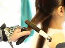圧倒的な技術力で本物の直毛と見間違える柔らかさを創出★通常と全く違う技法で髪本来の艶ストレートを実現