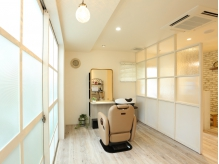 あなただけの空間で施術が受けられる贅沢な一時…♪白を基調としたほどよい開放感のある個室でリラックス☆
