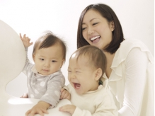 姉妹店【チャクラ】(徒歩15秒)は1family完全貸切り制のお子様連れ専用美容室♪1Fなのでベビーカーも楽々
