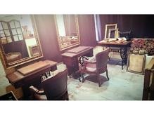 長年かけて集めたアンティーク雑貨、家具に囲まれた贅沢空間