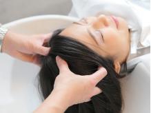 気になる頭皮のにおいや乾燥を改善◎パサつきを抑え、柔らかい髪質へ導いてくれるヘッドスパがオススメ☆