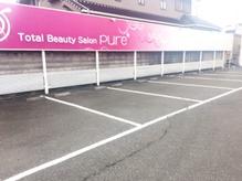 広く停めやすい駐車スペースで楽々です
