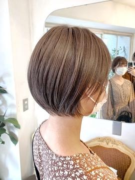 2021年春髪型まるみショート明るめカラーで春色ヘアスタイル