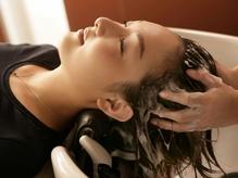 スパによる、[1]癒し効果、[2]頭皮環境改善、[3]ダメージ補修…と嬉しい3つの効果!極上スパをご堪能下さい