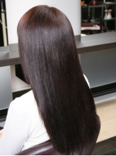 11種類のハーブと小麦などの食品をベースにした◇和漢彩染◇使用!!自然なツヤのあるキレイな髪色に…♪