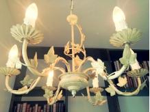 こだわりの照明はどこか懐かしく落ち着く光で照らしてくれます。