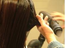 【潤いたっぷり】のスチームによる施術。髪の内部から潤いを…
