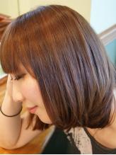 エアコンの乾燥やパサつきで広がる髪、一人一人の髪の状態に合わせたケアで髪1本1本を健康な状態へ