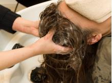 頭皮と髪のトラブルを改善!!毛穴の汚れと皮脂を取り除き、清潔で健康的な地肌へ導いてくれます☆